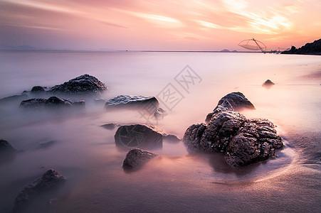 海滩上的彩霞图片