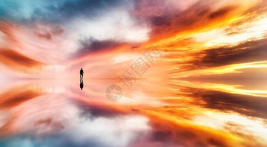 天空之境的人的倒影图片