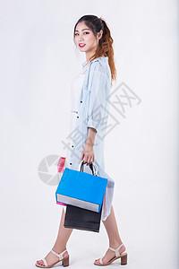 青春甜美女孩购物消费图片