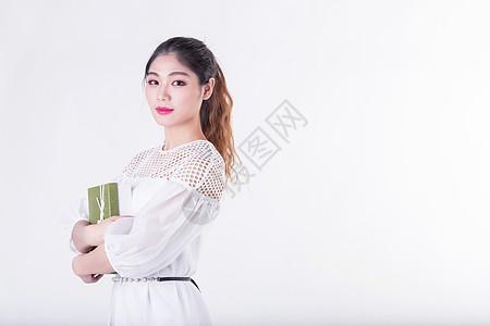 青春甜美女孩节日礼物展示图片