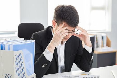 正在思考的商业人士图片