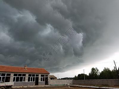 黑云压境图片