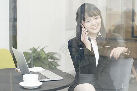 正在打电话的职业女性形象图片