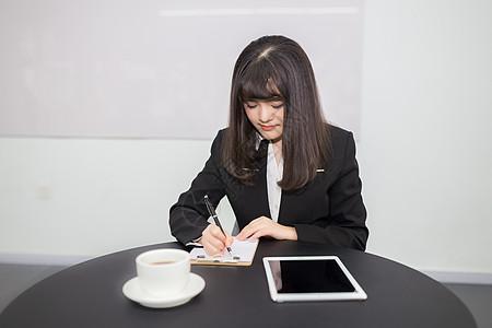 女性商务人像拍摄图片