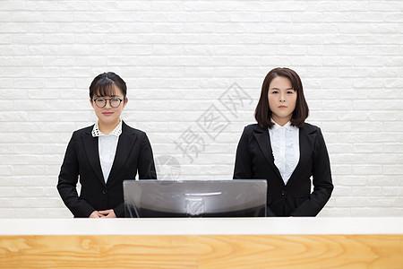 公司前台的女员工图片