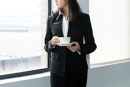 办公室喝咖啡的职业女性图片