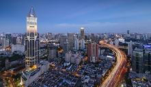 暮色中的上海新静安CBD图片