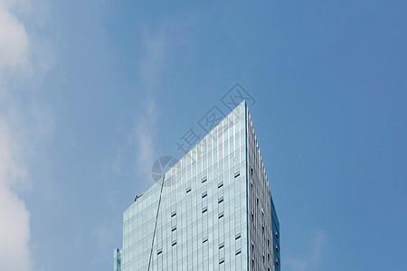 蓝天下的玻璃建筑图片