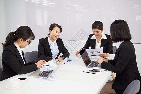 文员上班办公室图片_多人商务会议拍摄高清图片下载-正版图片500272710-摄图网
