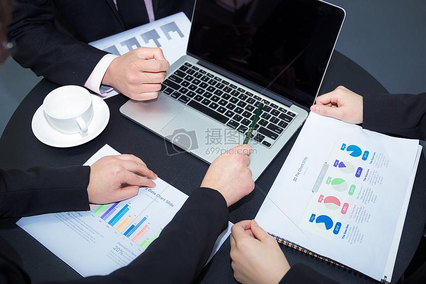 文员上班办公室图片_工作沟通交流会议高清图片下载-正版图片500272739-摄图网