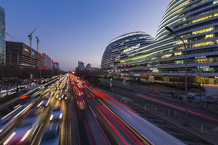 快节奏的城市车流图片