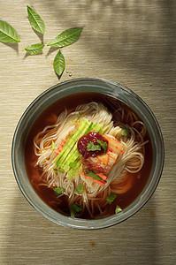 朝鲜族特色美食冷面图片