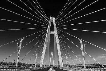 屹立于康巴什乌兰木伦湖的四号桥图片