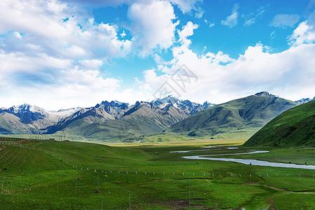 一望无际的雪山草原图片