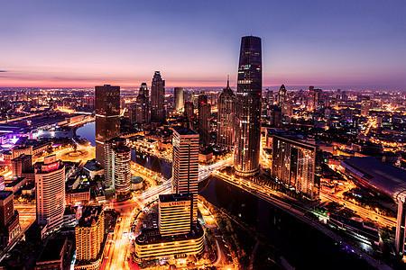 灯火通明的城市夜景魔天轮图片