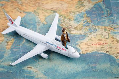 卡通人偶飞机和地图图片