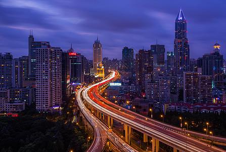 川流不息的上海高架桥图片