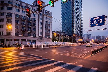 城市夜景斑马线道路图片