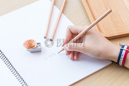 文艺小清新绿色原木铅笔图片
