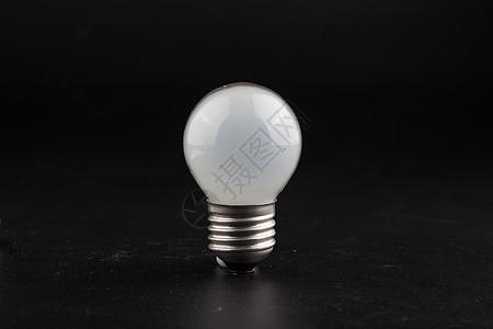 白色的灯泡图片