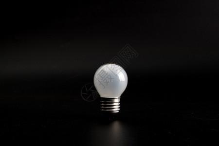 灯泡棚拍图片