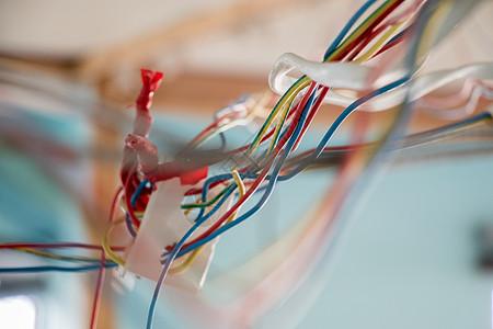 杂乱的电线图片