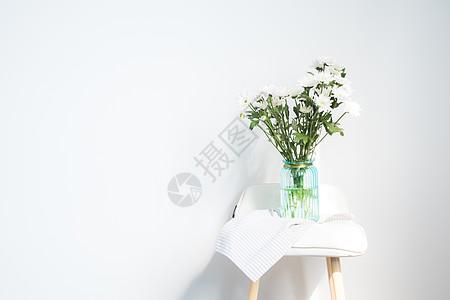 白色野菊花插花背景图片