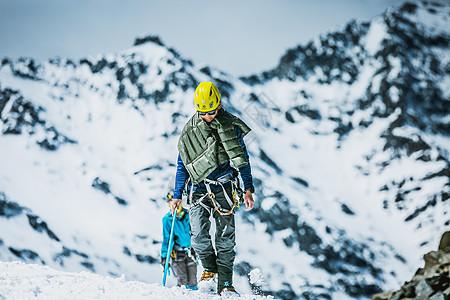 行走在雪线之上图片