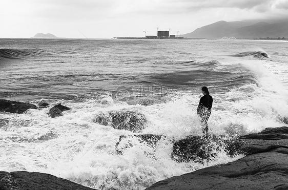 大海的洗礼图片