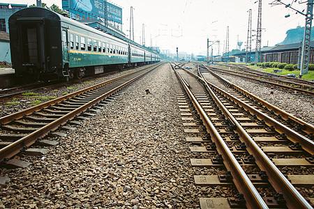 铁路铁和绿皮火车图片