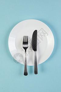 盘子与刀叉图片