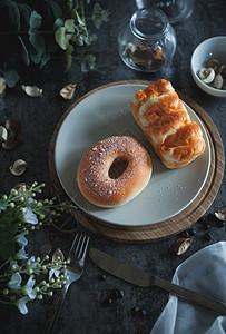 宜家风面包早餐布置图片