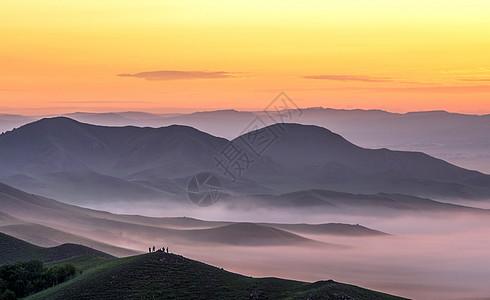 云雾缭绕的仙境图片