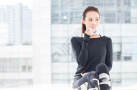 运动放松喝水休息图片