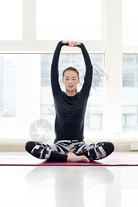 室内瑜伽伸展动作图片
