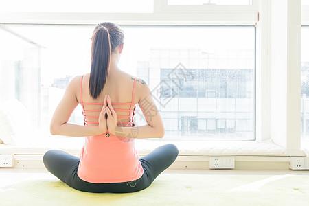 瑜伽运动手部动作特写图片