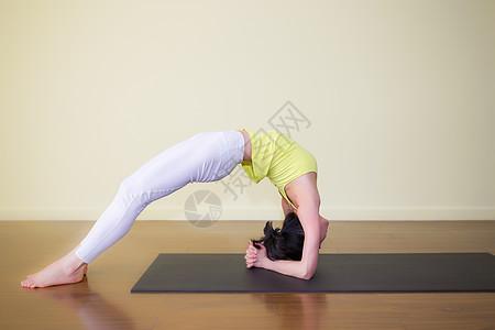 瑜伽运动动作摄影图片