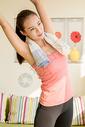 年轻女性运动健身图片
