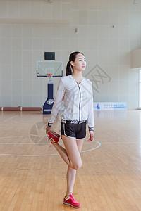 青春活力美女健身热身图片