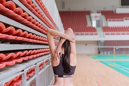 运动健身活力美女热身图片