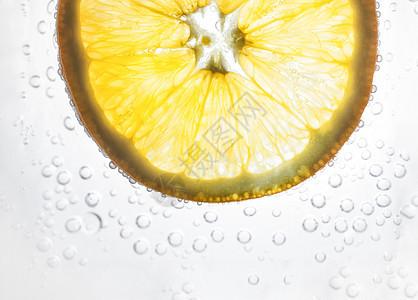 雪碧中带泡泡的橙子图片