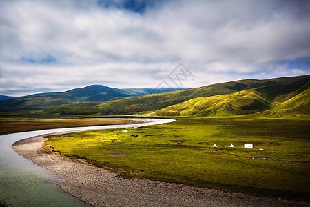 河流高山牧场图片