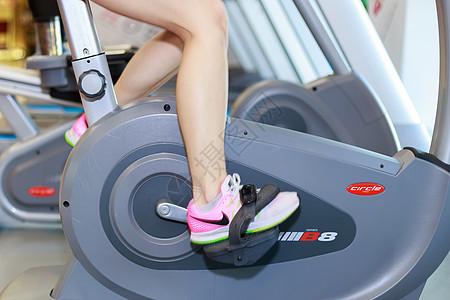骑车锻炼的美女图片