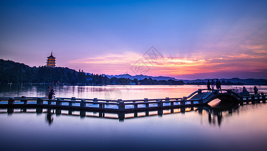 西湖夜景全景图片