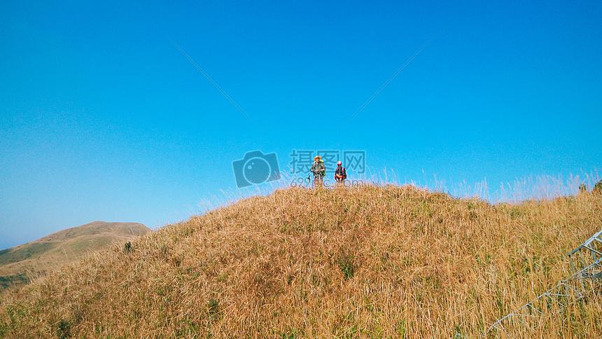 唯美图片 人物情感 徒步背包登山旅行jpg  分享: qq好友 微信朋友圈
