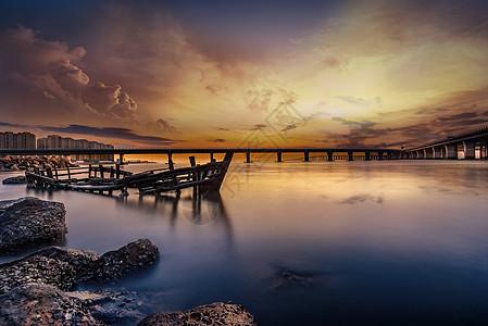 夕阳大桥图片