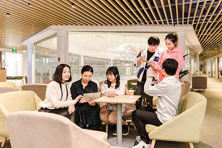 年轻团队休息区娱乐图片