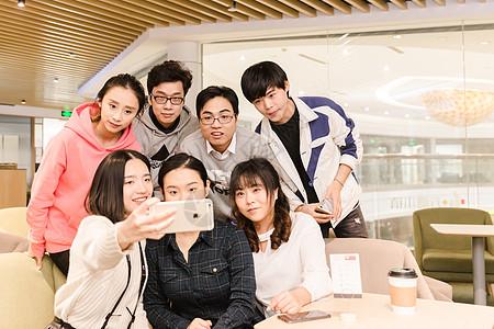 年轻文艺时尚团队自拍形象图片
