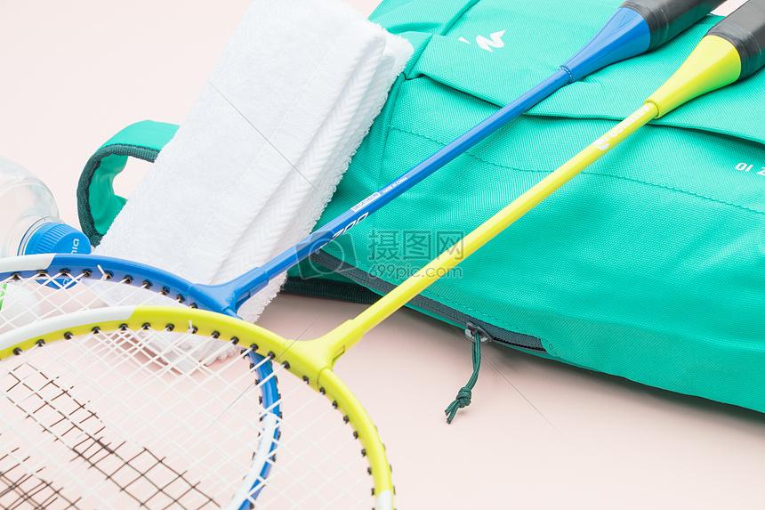 羽毛球运动装备背包小清新素材图片