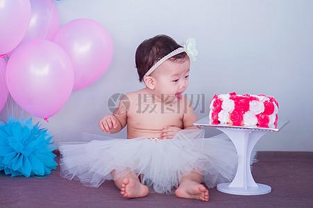 写生拍摄穿裙子的可爱婴儿小宝宝图片